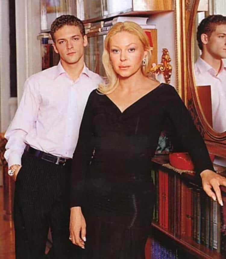 Елена Бондарчук с сыном