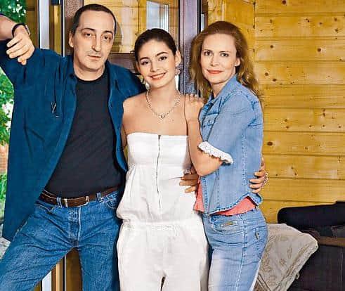 Алена Яковлева с мужем и дочкой
