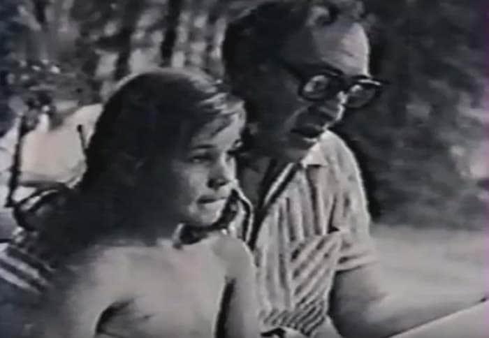 Анна Тихонова в детстве с отцом