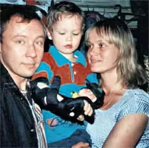 Елена Скороходова с мужем и ребенком