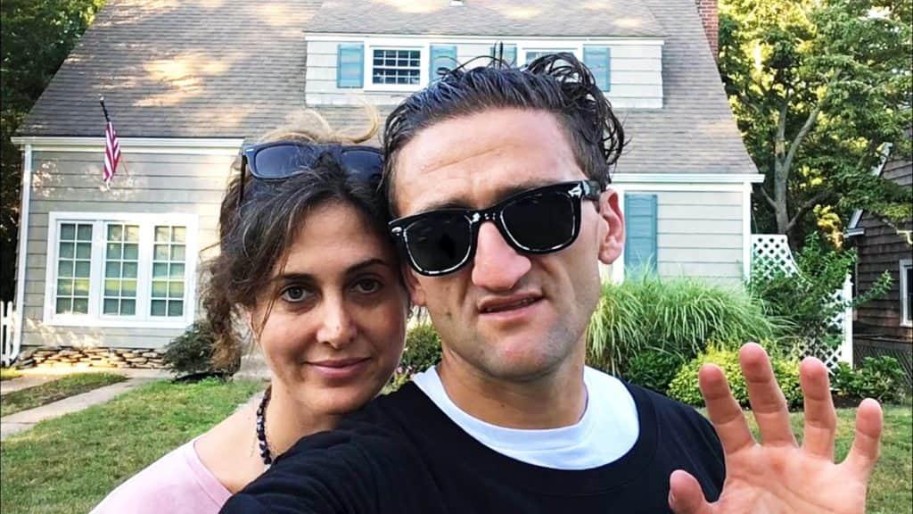Кейси Нейстат с женой