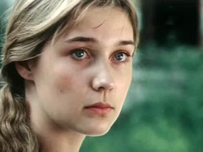 Анна Тихонова в юности