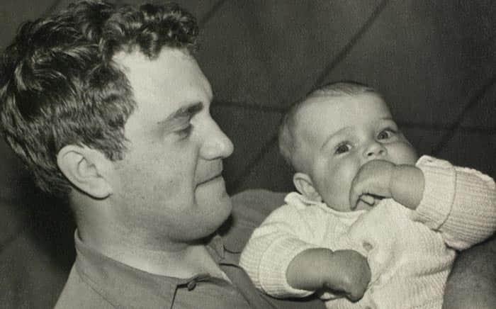 Василий Аксенов с ребенком