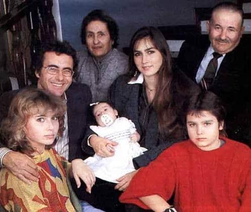 Ромина Пауэр с семьей