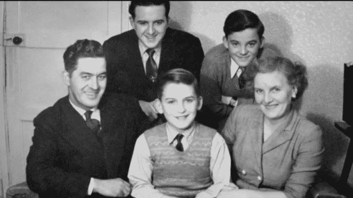 Джордж Харрисон в детстве с родителями