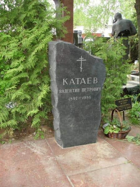 могила Валентина Катаева
