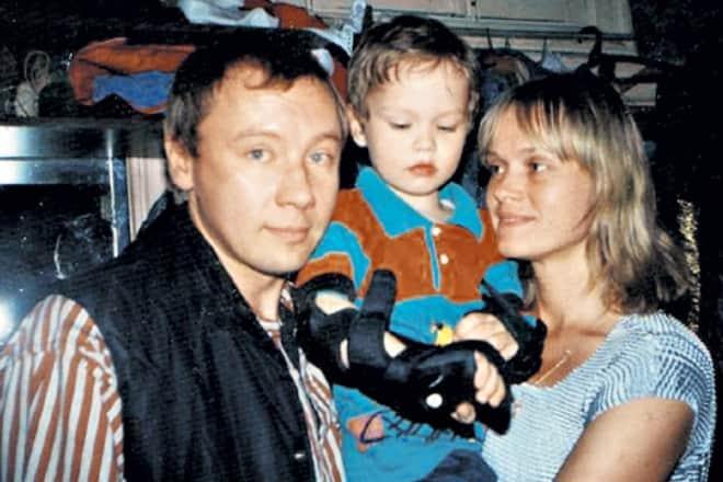 Андрей Ташков с женой Еленой Скороходовой и сыном