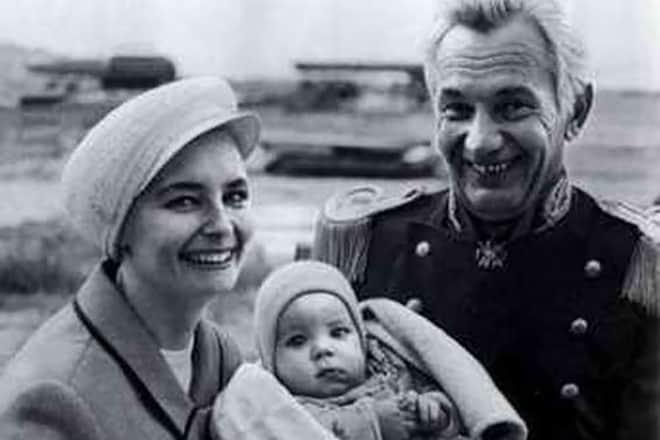 Переверзев с женой и ребенком