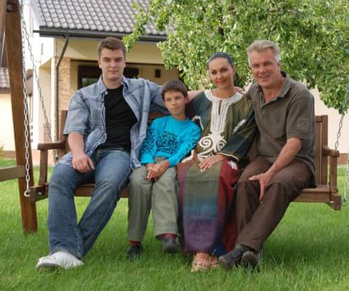 Анатолий Котенев с семьей