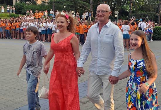 Юрий Беляев с семьей