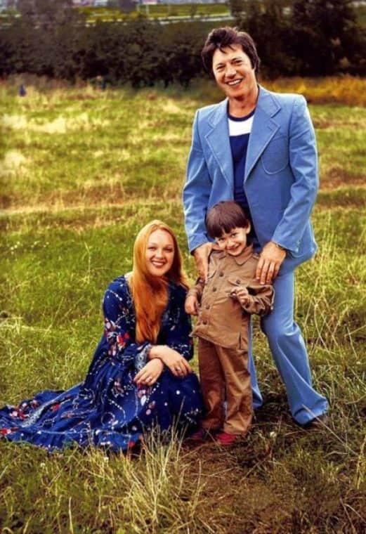 Евгений Жариков с женой и дочкой