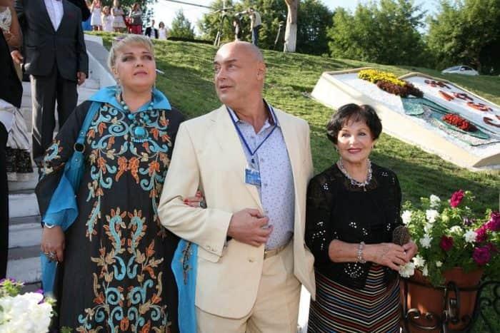 Дмитрий Золотухин с семьей