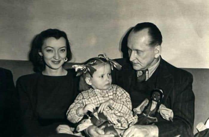 Лидия Вертинская с ребенком и Александром Вертинским