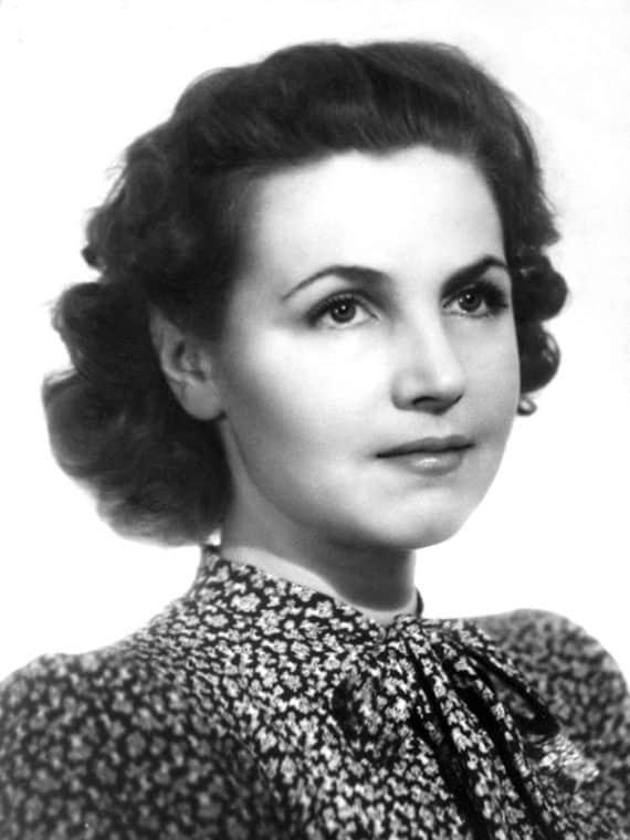 Тамара Макарова в юности