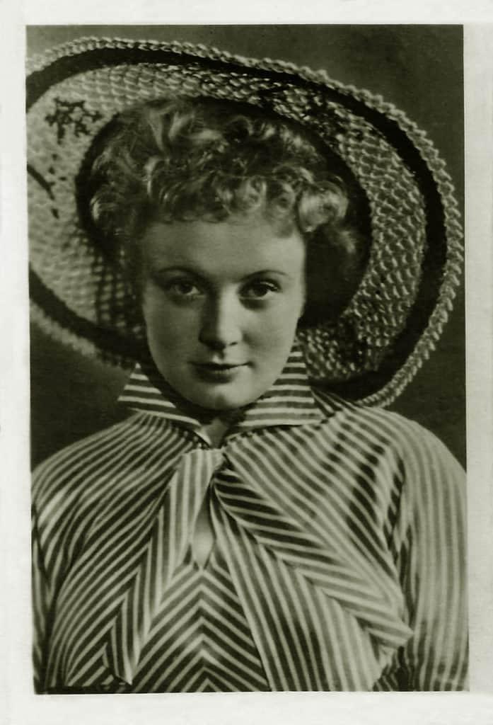 Алла Ларионова в детстве