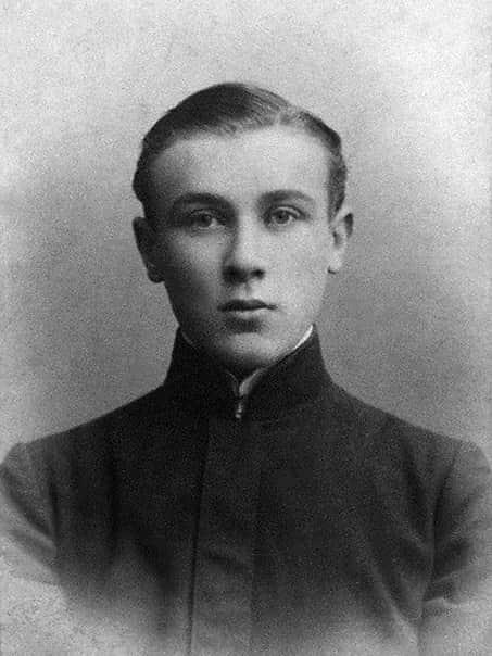 Михаил Жаров в молодости