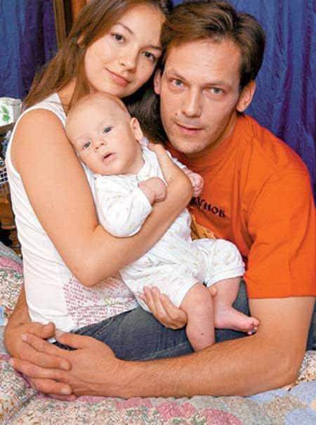 Дмитрий Щербина с женой и ребенком