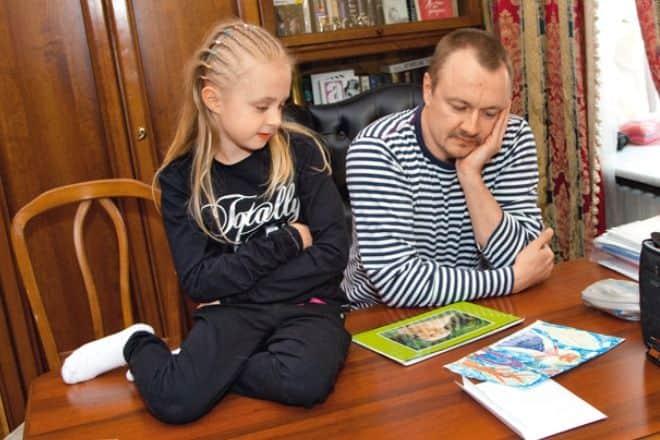 Владимир Шевельков с дочкой