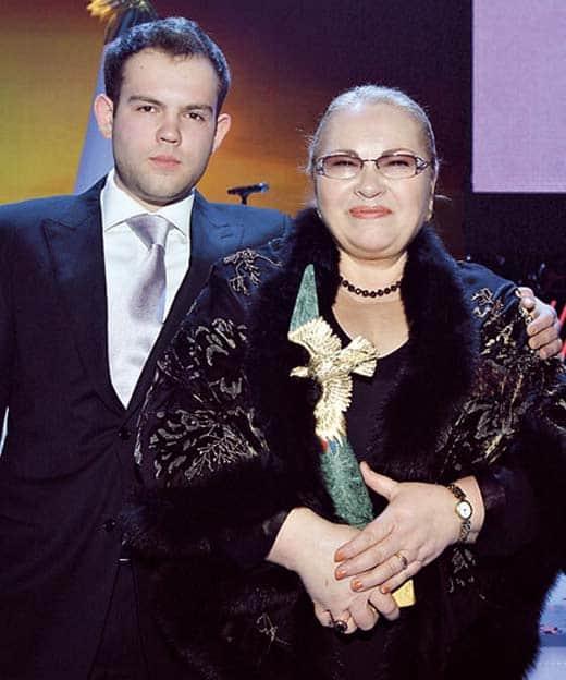 Нина Усатова и ее сын