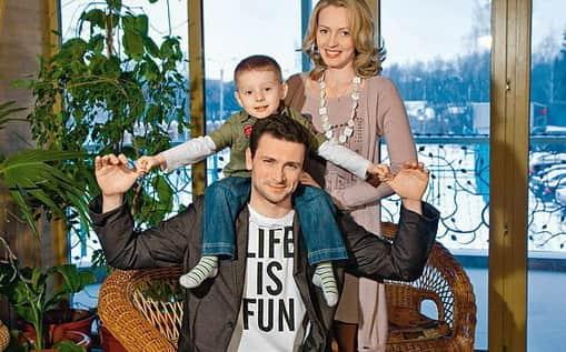 Антон Хабаров с женой и дочерью