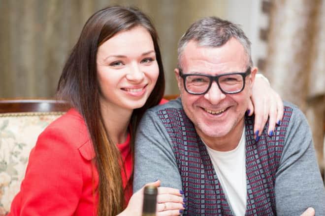 Андрей Ургант с женой Еленой Романовой