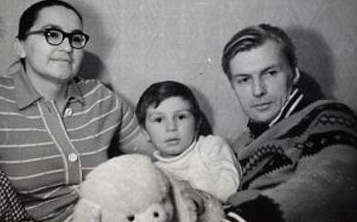 Николай Олялин с женой и ребенком