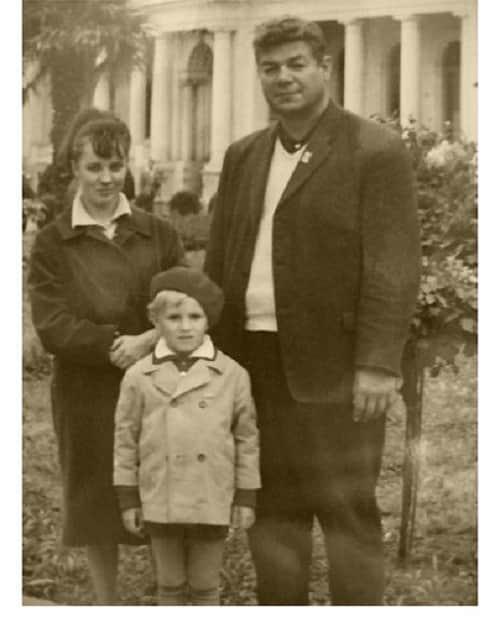 Станислав Чекан с семьей