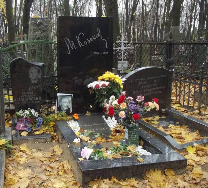 Могила Михаила Козакова