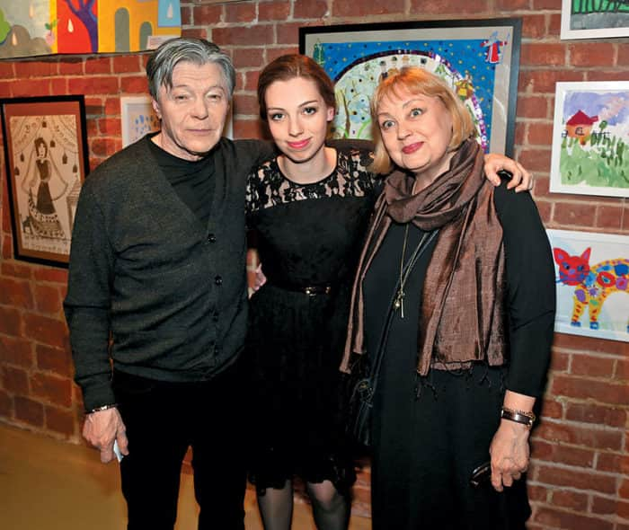 Александр Збруев с семьей