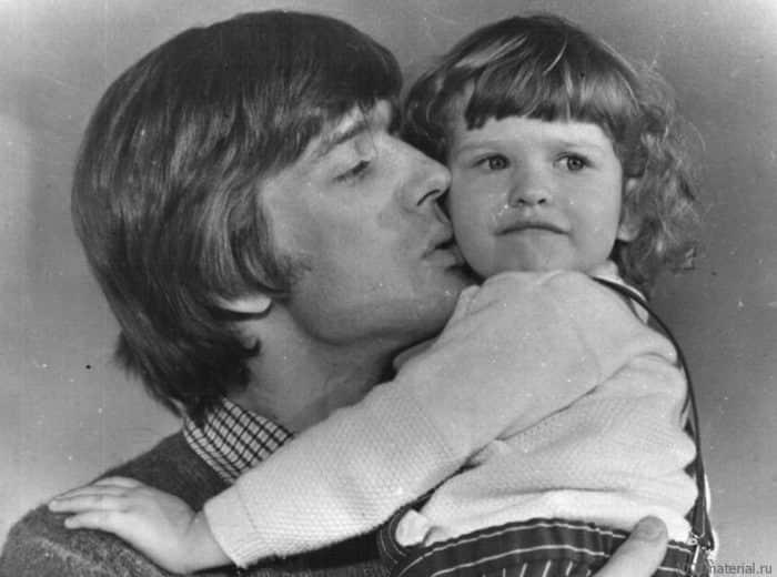 Александр Абдулов с ребенком