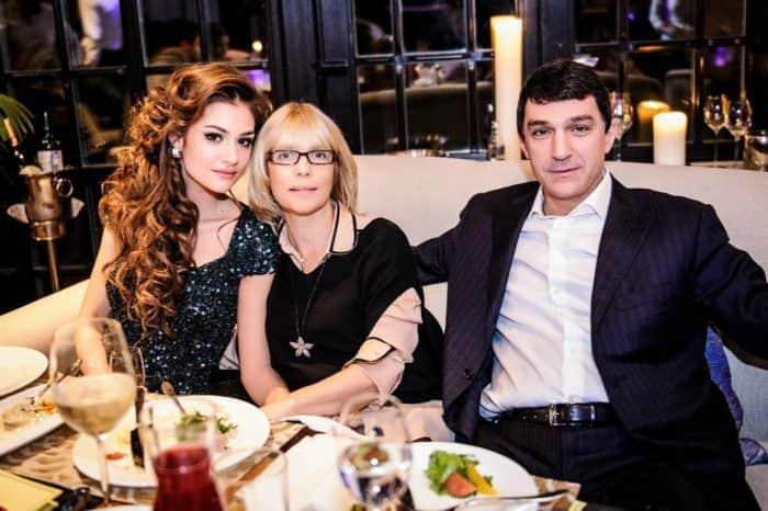 Вера Глаголева с мужем и дочерью