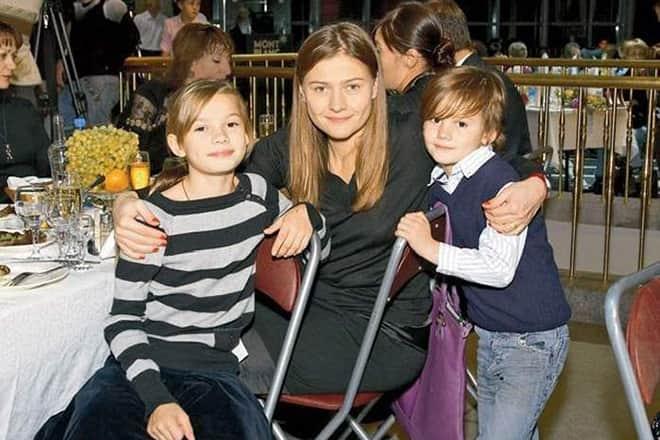 Мария Голубкина с детьми