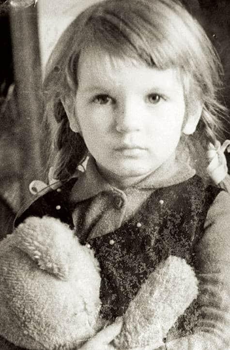 Анна Ардова в детстве