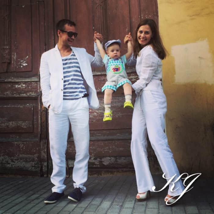 Кирилл Жандаров с женой и ребенком