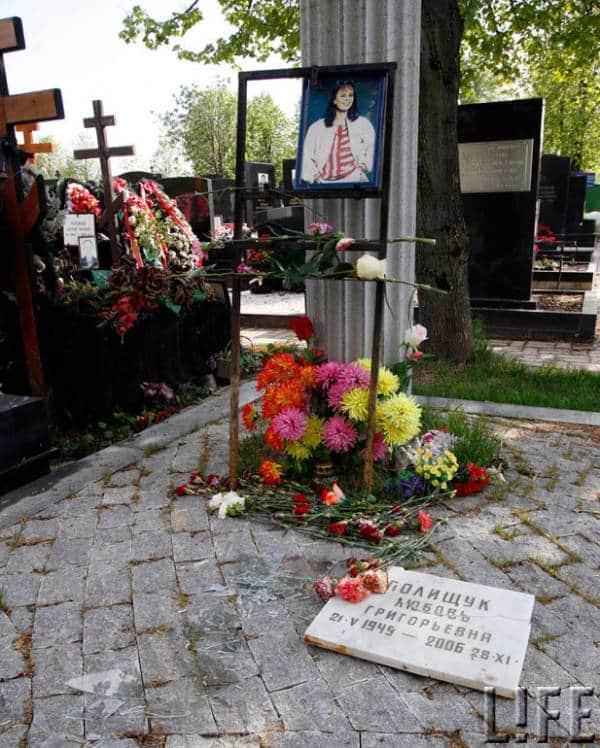 Любовь Полищук - могила