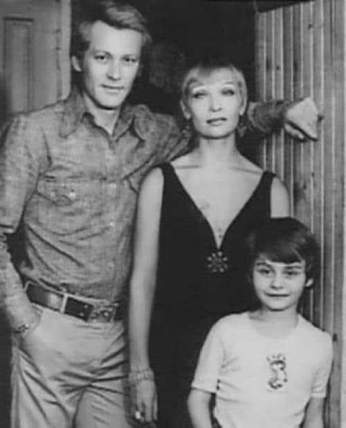 Светлана Светличная с мужем и ребенком