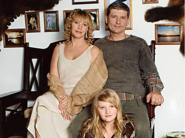 Елена Проклова с мужем и дочкой