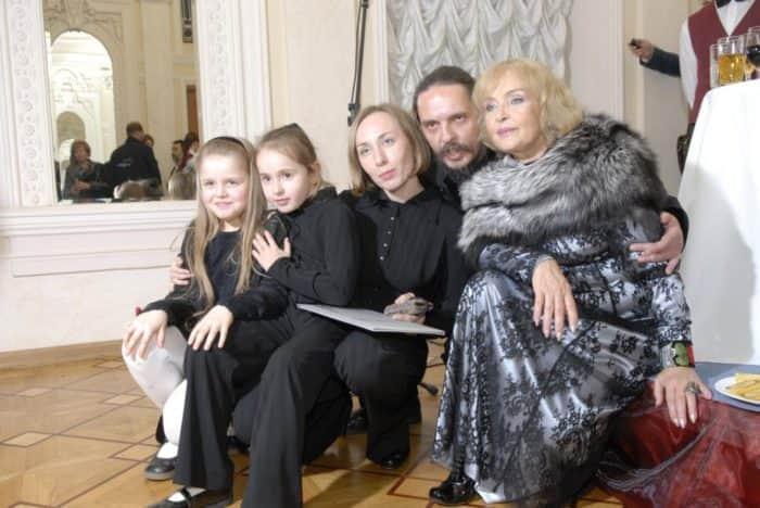 Ада Роговцева с семьей