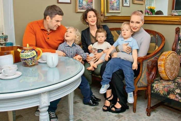 Татьяна Васильева с семьей