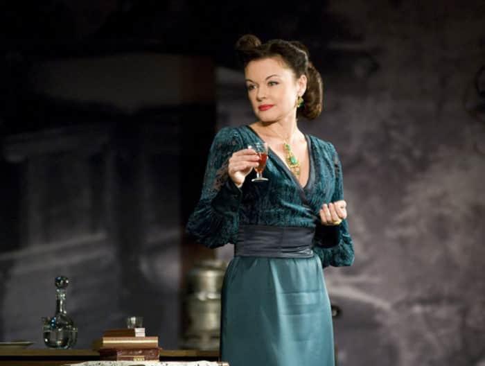 Ксения Хаирова в театре