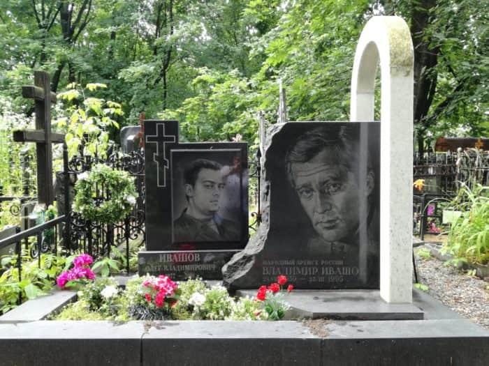 Могила Владимира Ивашова