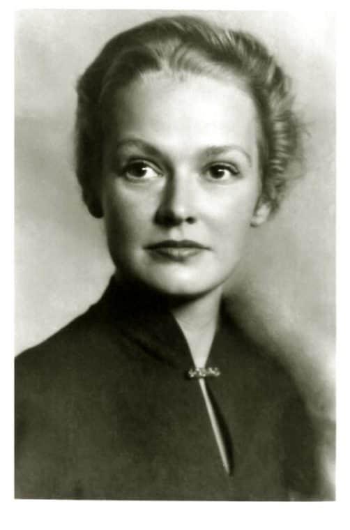 Нина Гребешкова в молодости
