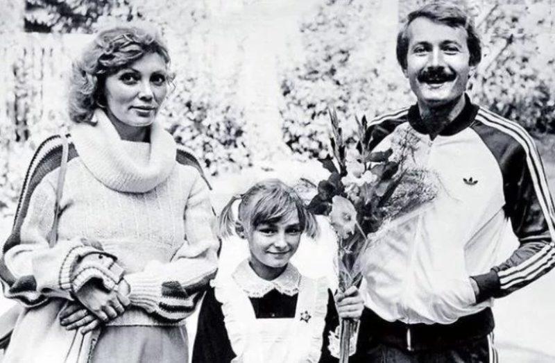 Андрей Градов с женой и дочкой