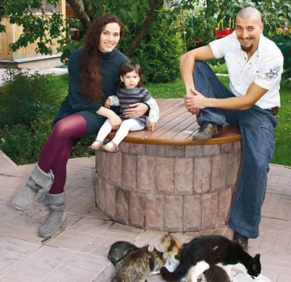 Янина Соколовская с мужем и ребенком