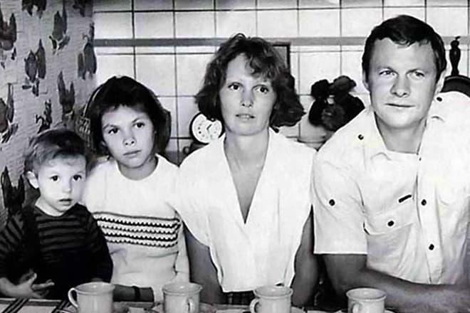 Виталий Соломин с семьей