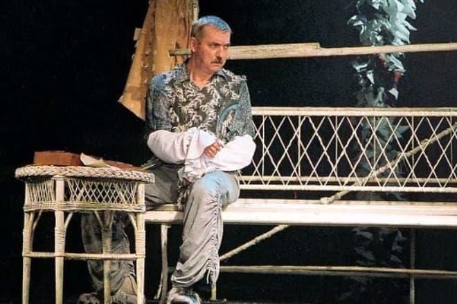 Евгений Киндинов в театре