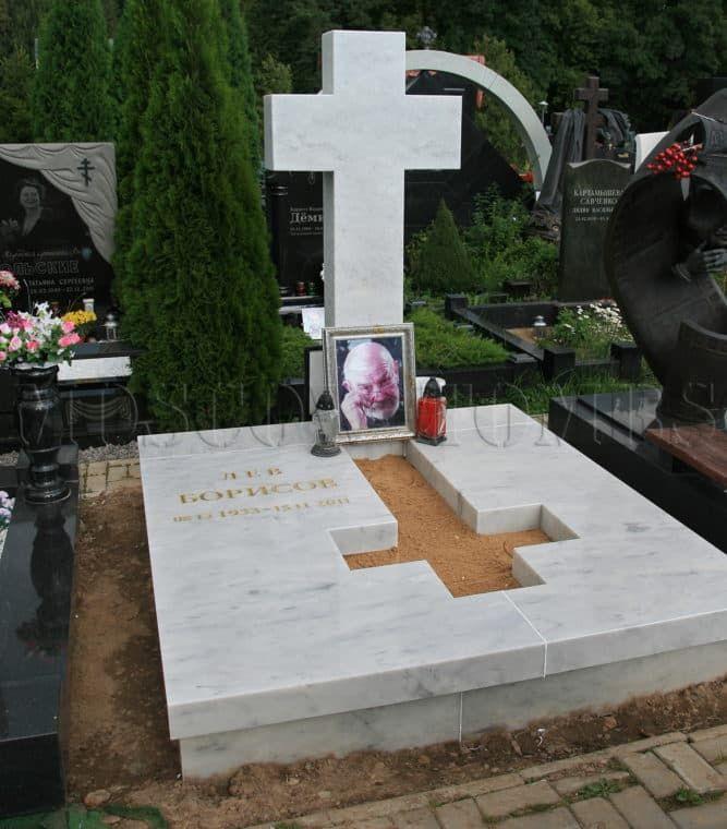 Могила Льва Борисова