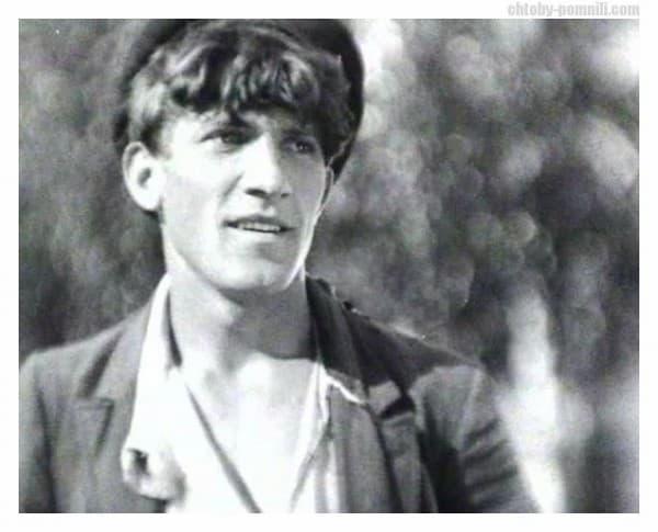Николай Крючков в молодости