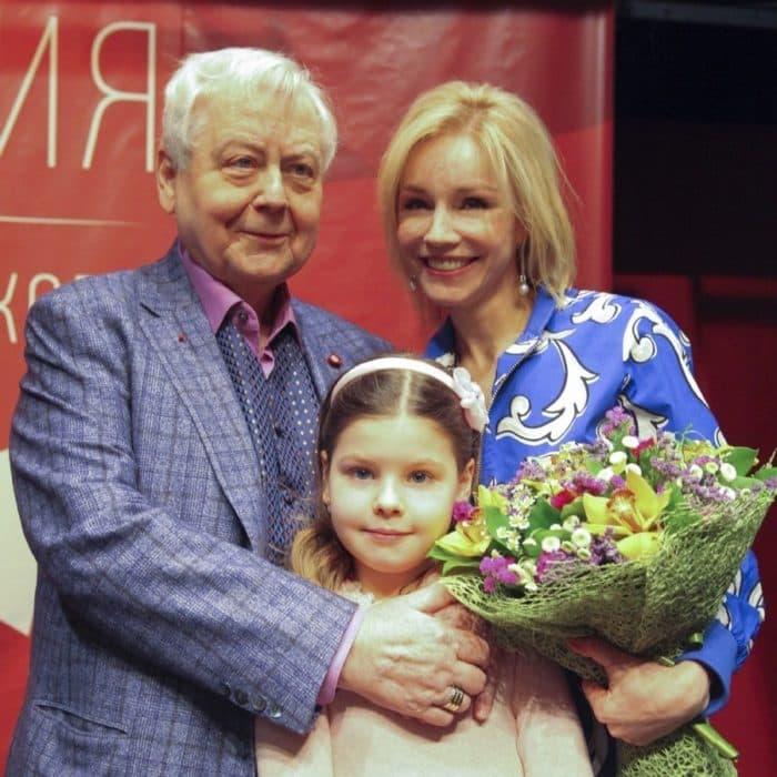 Марина Зудина с Олегом Табаковым и дочкой