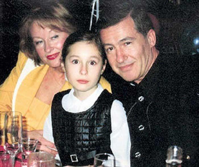 Лариса Удовиченко с мужем и дочкой